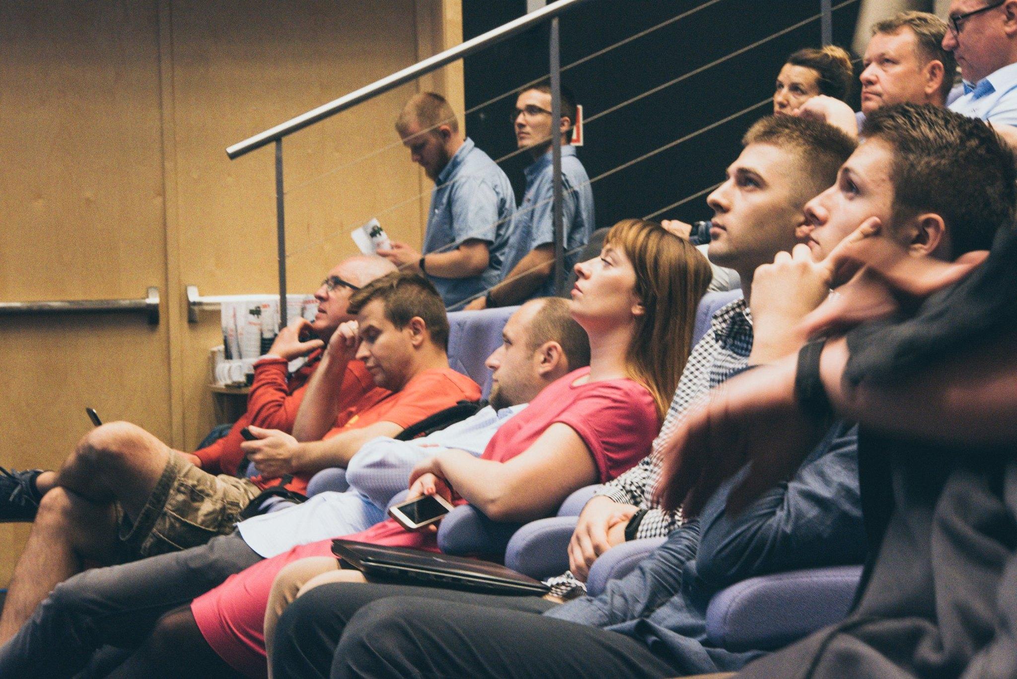 Słuchacze siedzący na auli podczas jednej z prelekcji podczas WordUp Trójmiasto #13